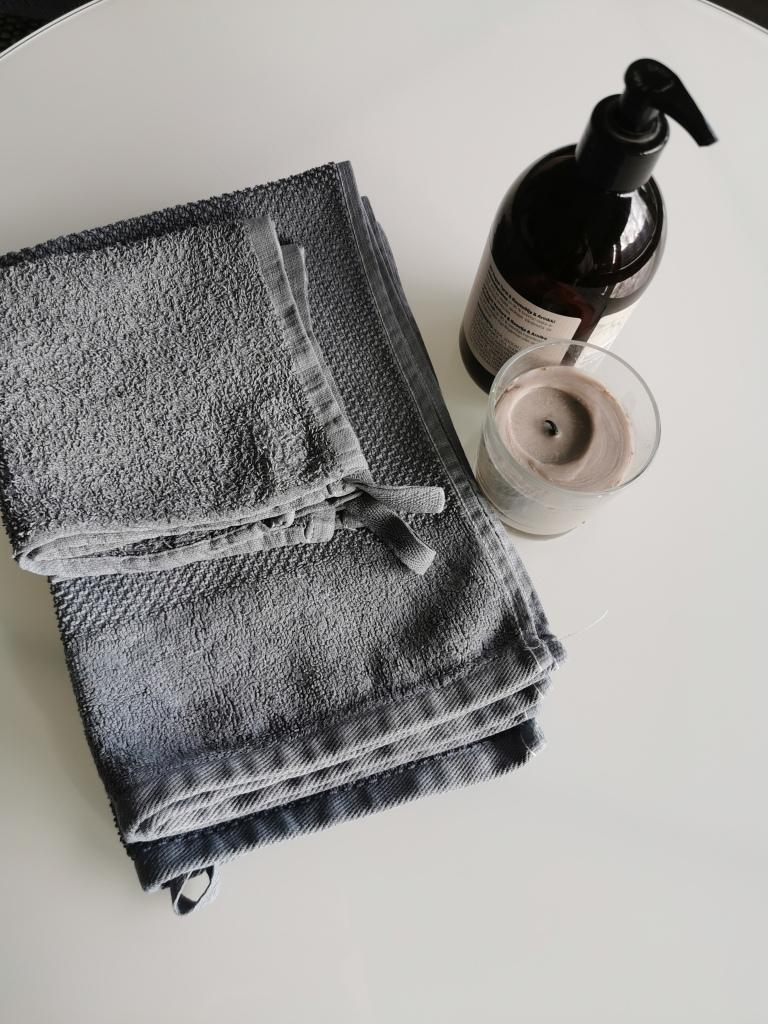 pyyhkeiden värjäys tekstiiliväri
